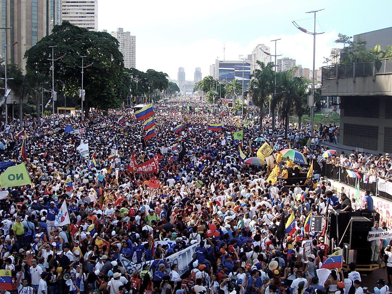 Caracas sin instituciones que la piensen