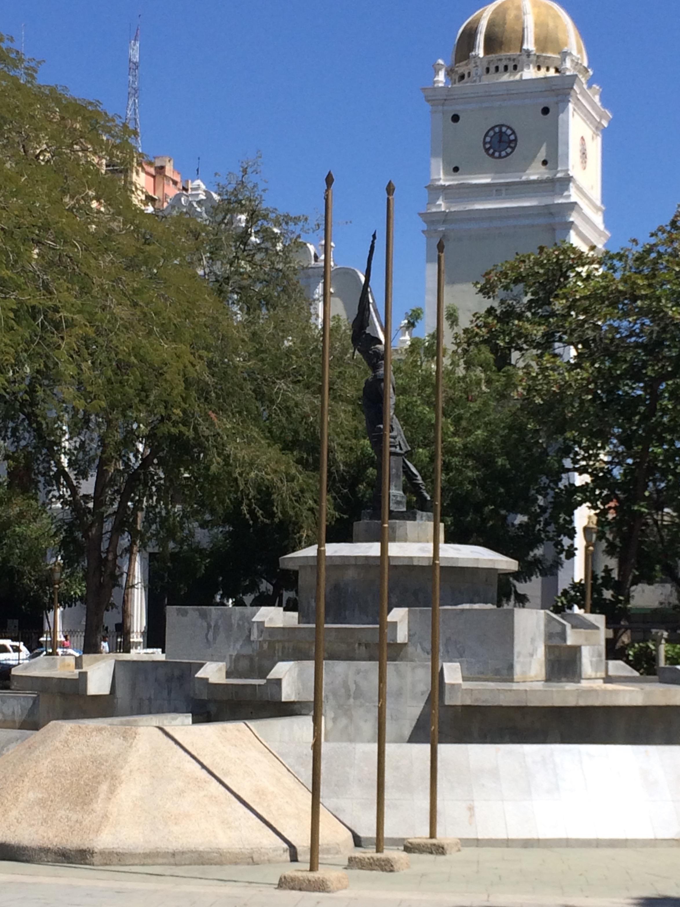 Plaza Girardot, el Monumento y la Catedral