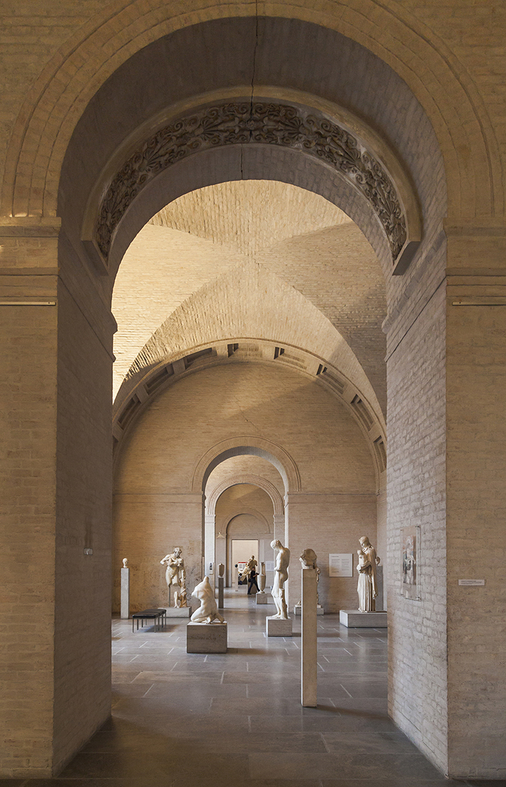 Gliptoteca de Munich, interior restaurado y remodelado por Joseph Wiedemann