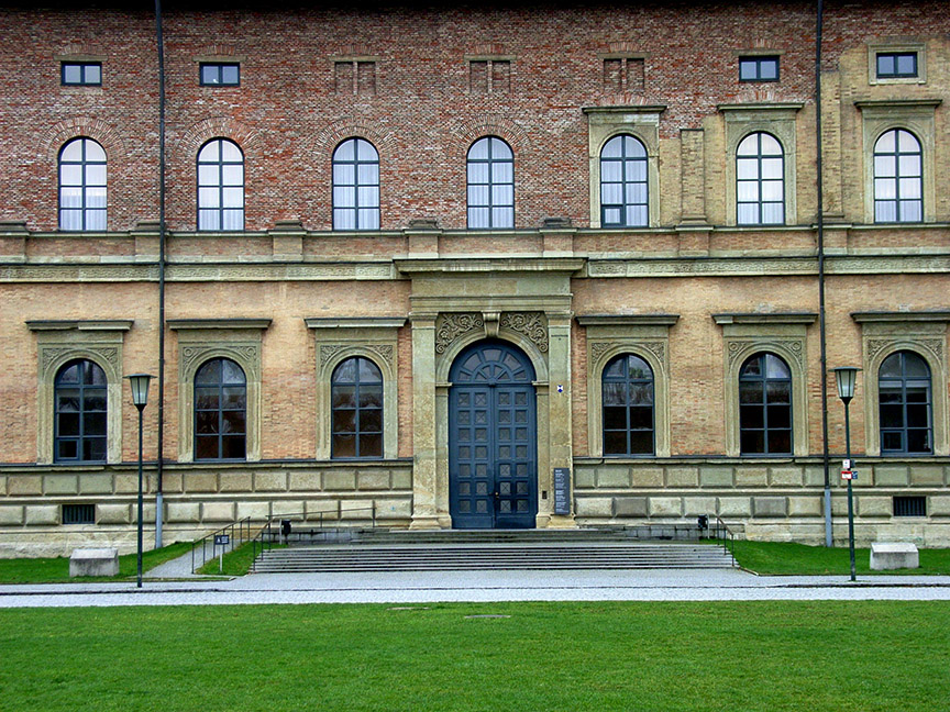 Detalle de fachada de la Pinacoteca de Munich. Restaurada por Hans Döllgast en 1957